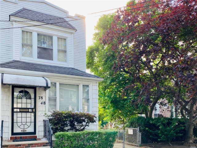 2 BR,  2.00 BTH Colonial style home in Glendale