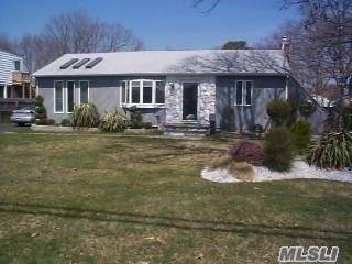 4 BR,  2.00 BTH Ranch style home in Islip Terrace