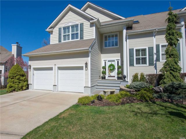 3 BR,  4.00 BTH Townhouse style home in Port Jefferson