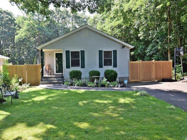 3 BR,  2.00 BTH  Ranch style home in Mastic Beach
