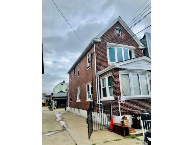 4 BR,  3.00 BTH  Other style home in Woodside
