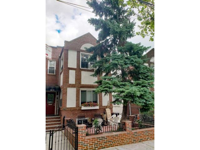 4 BR,  4.00 BTH Other style home in Astoria