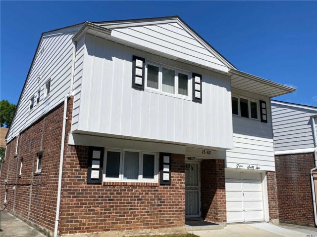 4 BR,  3.00 BTH  Split level style home in Bayside
