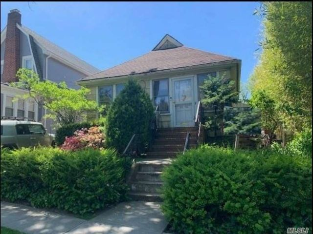 2 BR,  1.00 BTH  Cape style home in Flushing