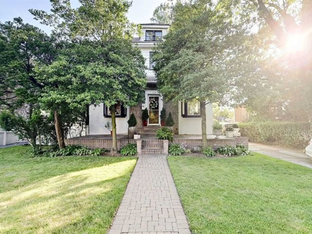 4 BR,  2.00 BTH Colonial style home in Woodmere