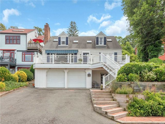 4 BR,  3.00 BTH  Cape style home in Sea Cliff