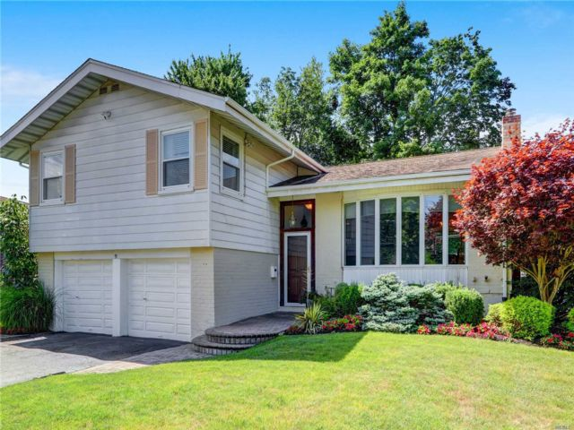 4 BR,  3.00 BTH Split level style home in Jericho