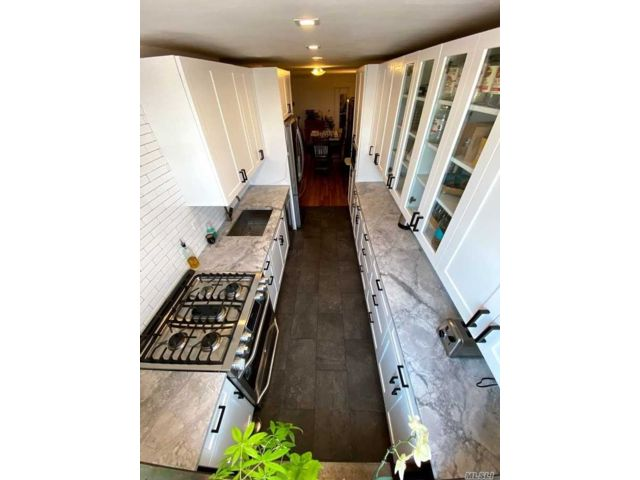 3 BR,  2.00 BTH High rise style home in Woodside