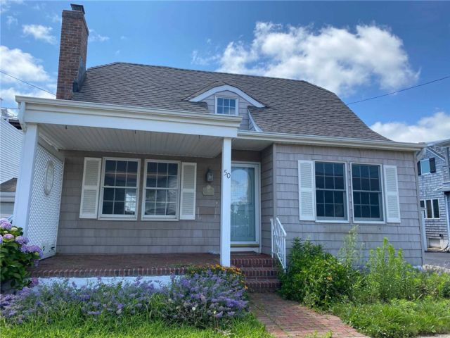 3 BR,  2.00 BTH  Nantucket style home in Long Beach
