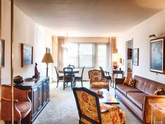 2 BR,  1.00 BTH High rise style home in Forest Hills