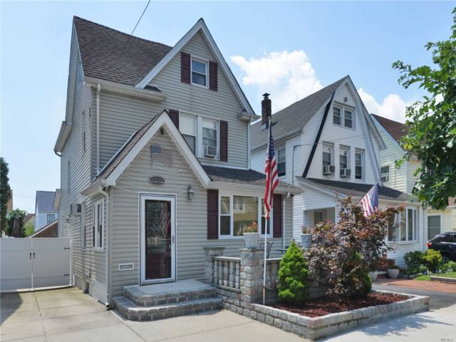 2 BR,  2.00 BTH Colonial style home in Flushing