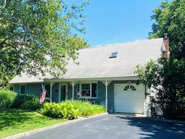 4 BR,  2.00 BTH  Exp cape style home in Center Moriches
