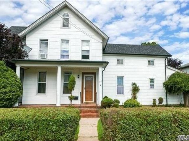 4 BR,  2.00 BTH Colonial style home in Uniondale