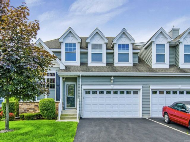 2 BR,  3.00 BTH Townhouse style home in Medford