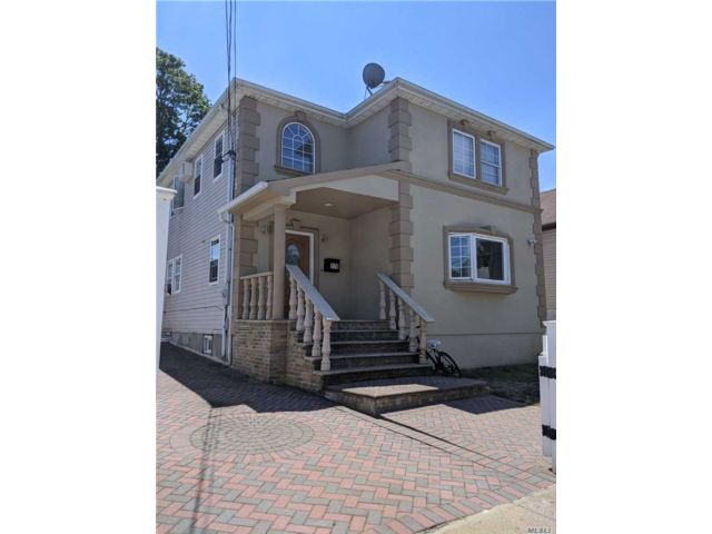 4 BR,  4.00 BTH  Colonial style home in Elmont