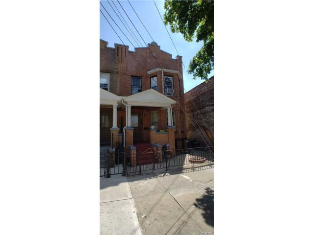 8 BR,  3.00 BTH  Townhouse style home in Woodhaven