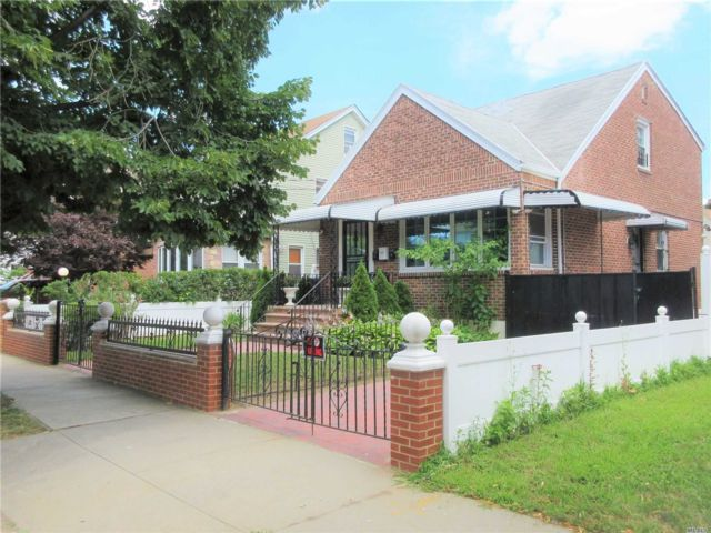 3 BR,  4.00 BTH Exp cape style home in Springfield Gardens