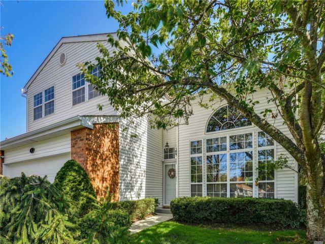 [Commack Real Estate, listing number 3116954]