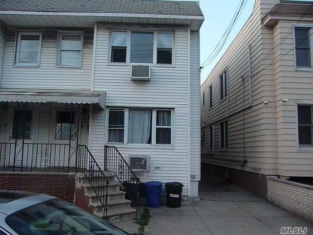 6 BR,  3.00 BTH  Colonial style home in Maspeth