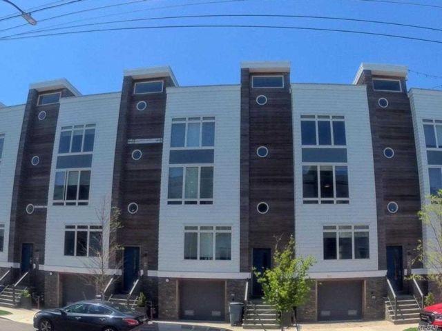 5 BR,  4.00 BTH Townhouse style home in Far Rockaway