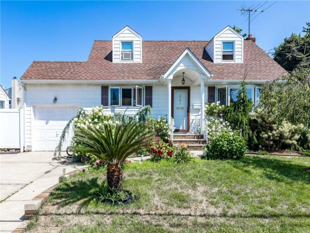 [East Meadow Real Estate, listing number 3117170]