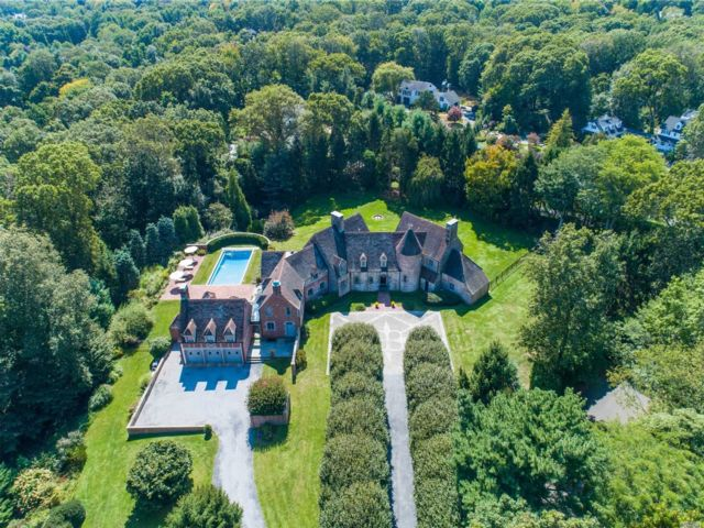 8 BR,  7.00 BTH Tudor style home in Cold Spring Harbor
