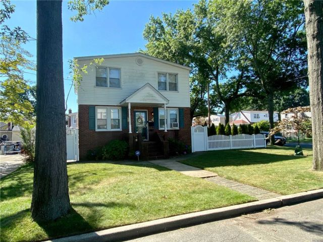 [East Meadow Real Estate, listing number 3117229]