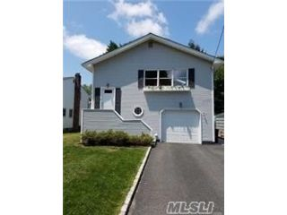 4 BR,  3.00 BTH Hi ranch style home in Smithtown