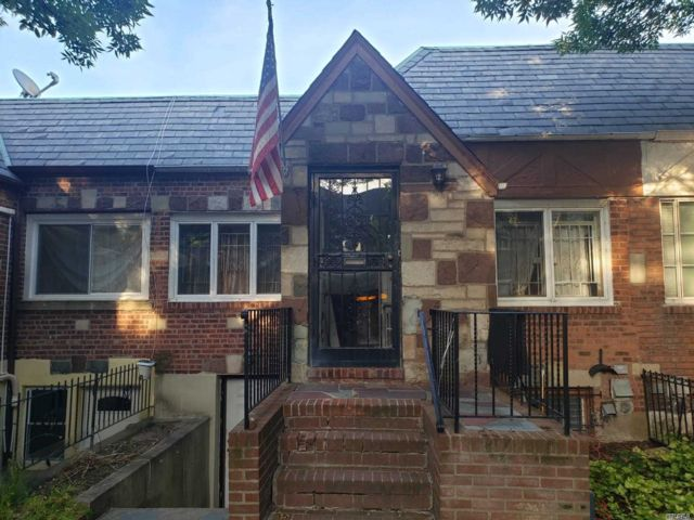 2 BR,  1.00 BTH Ranch style home in East Elmhurst