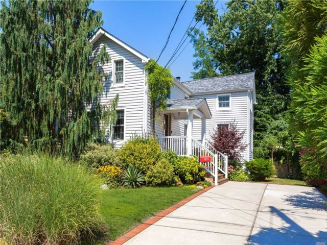 3 BR,  2.00 BTH Colonial style home in Woodmere