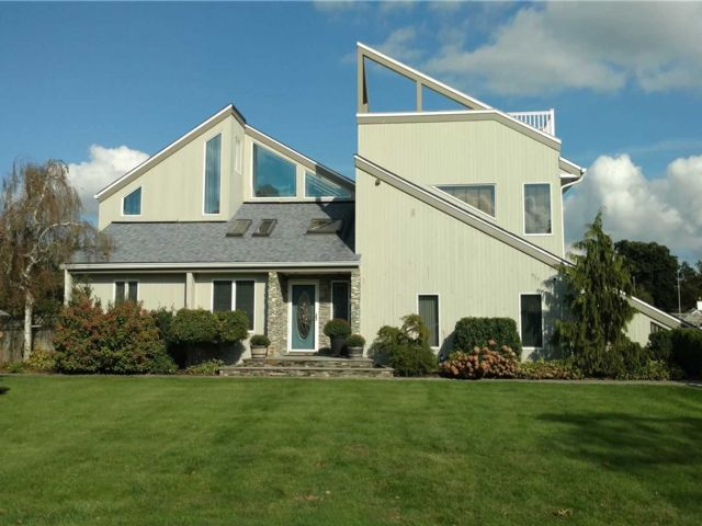 4 BR,  2.00 BTH  Contemporary style home in Bay Shore