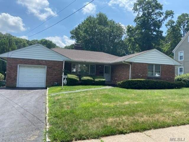 3 BR,  2.00 BTH Ranch style home in Huntington