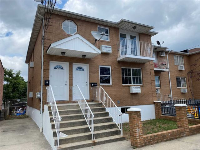 6 BR,  4.00 BTH Colonial style home in Canarsie