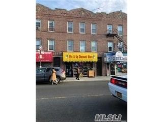 6 BR,  3.00 BTH Store+dwell style home in Maspeth