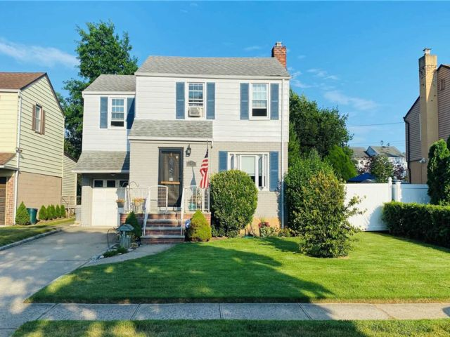 3 BR,  2.00 BTH Colonial style home in Elmont