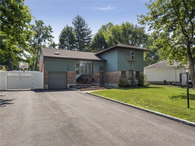 [Commack Real Estate, listing number 3117376]