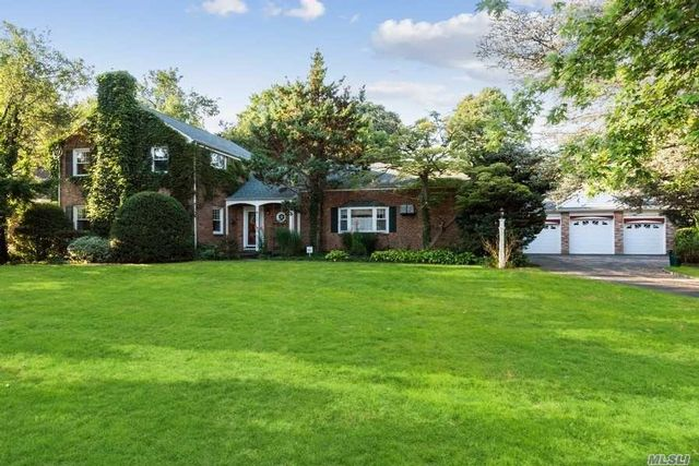 4 BR,  3.00 BTH Colonial style home in Hempstead