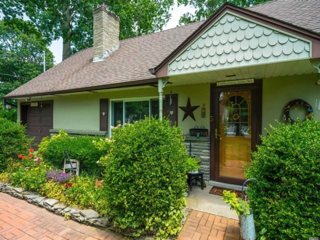 3 BR,  2.00 BTH Cape style home in East Islip