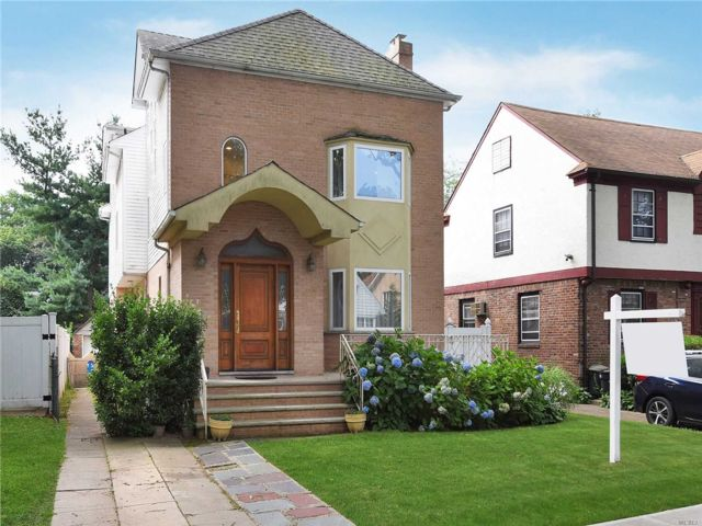 6 BR,  5.00 BTH Colonial style home in Jamaica Estates
