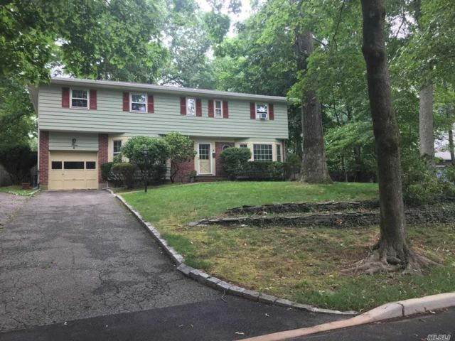 5 BR,  3.00 BTH Colonial style home in Smithtown