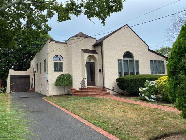 [Merrick Real Estate, listing number 3117463]