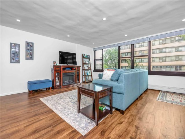3 BR,  1.00 BTH High rise style home in Beechhurst