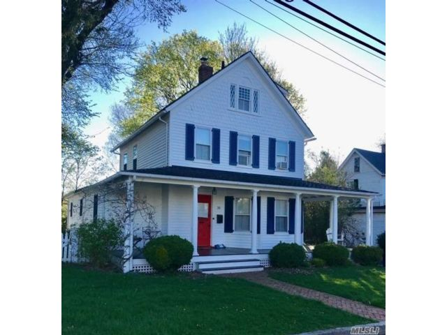 3 BR,  2.00 BTH Colonial style home in Huntington