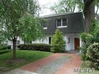 2 BR,  2.00 BTH  Townhouse style home in Glen Cove