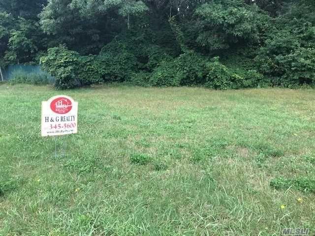 Lot <b>Size:</b> 21780 Land style home in Ridge