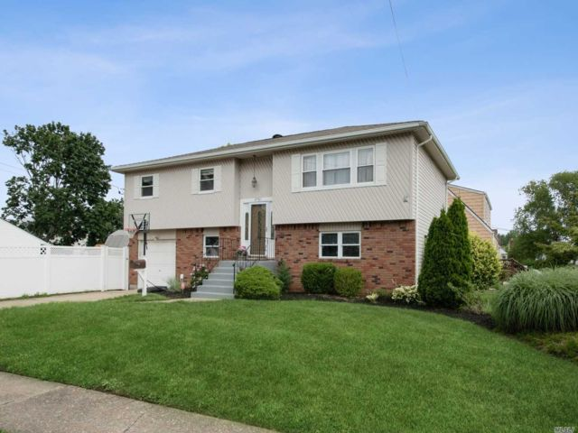 [East Meadow Real Estate, listing number 3117530]
