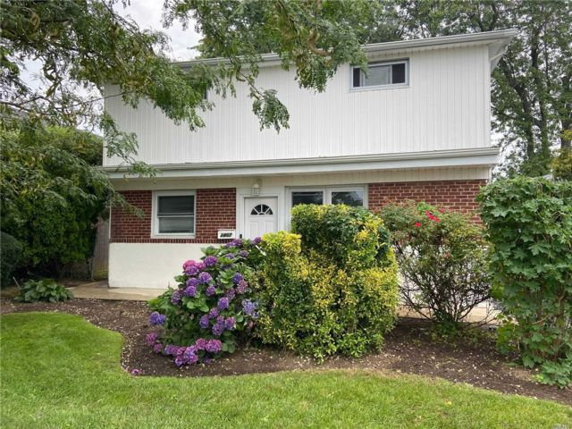 6 BR,  2.00 BTH Colonial style home in East Meadow