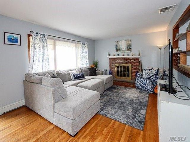 4 BR,  3.00 BTH Hi ranch style home in Bayville