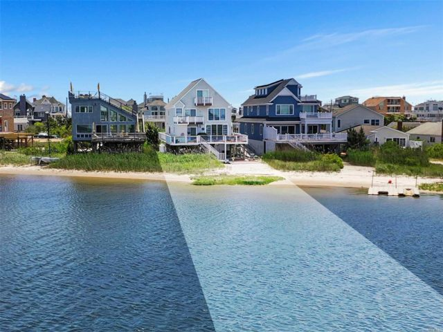 4 BR,  5.00 BTH Post modern style home in Westhampton Dune