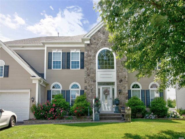 4 BR,  4.00 BTH Townhouse style home in Mt. Sinai
